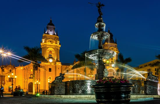 City tour of Lima by night & The magic water park <span>3½ hrs.<br>approx.</span>
