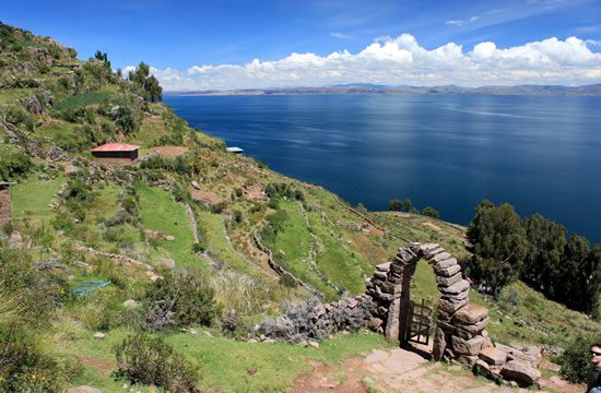 Puno – Uros – Taquile Islands <span>1 day <br>full day</span>