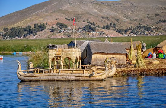 Puno – Floating Uros Islands <span>half day <br> am / pm</span>